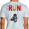 Camiseta - Corrida - Tênis de Corrida Pendurado Descansando The Run to Live Costas Branca